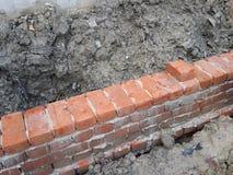 Eine Backsteinmauer im Bau stockfoto