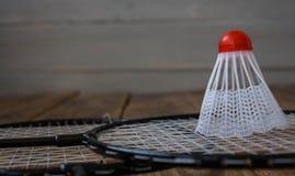 Eine Badmintonrakete und für ein Spielbadminton lizenzfreie stockbilder