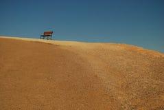 Eine Bank in der Death- Valleywüste. Stockbild