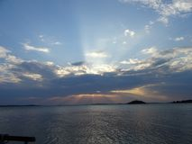 Eine beatifull Ansicht, wenn Sonne und das Licht Reflexionen von Finnland tut lizenzfreies stockbild