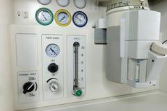 eine betäubende Maschine im Operationsraum lizenzfreies stockfoto