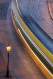 Eine bewegliche Tram nachts Lizenzfreies Stockbild