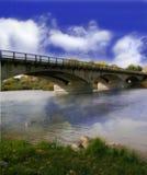 Eine bewölkte Tagesbrücke Lizenzfreie Stockfotos