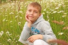 Eine blonde deutsche Jungenaufstellung Lizenzfreies Stockbild