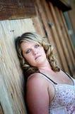 Eine blonde Mutter, die noch gut schaut Lizenzfreie Stockbilder