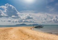 Eine Bootsfahrt zur Insel lizenzfreies stockbild
