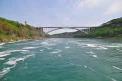Eine Brücke auf dem Niagara Fluss Stockbild