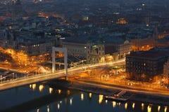 Eine Brücke in Budapest stockbild