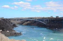 Eine Brücke und ein Fluss Lizenzfreies Stockfoto