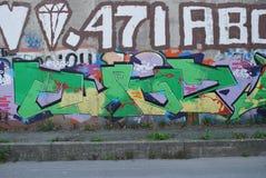 Eine Brücke zerstört mit Straßengraffitikunst Lizenzfreie Stockbilder