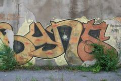 Eine Brücke zerstört mit Straßengraffitikunst Lizenzfreies Stockfoto