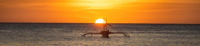 Eine breite Ansicht des Meeres und des Sonnenuntergangs Lizenzfreie Stockbilder