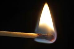 Eine brennende Abgleichung Stockfotos