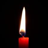 Eine brennende Kerze lizenzfreie stockfotos