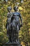 Eine Bronzeskulptur der drei Umgangsformen Lizenzfreie Stockfotos
