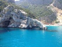 Eine Bucht in Sardinien lizenzfreie stockfotos