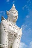 Eine Buddha-Statue im thailändischen Tempel Lizenzfreie Stockfotos