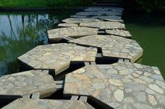 Eine bunte kleine Brücke des Parks der Königin-Sirikit lizenzfreie stockbilder