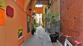 Eine bunte Straße im Bologna, Italien stockbilder