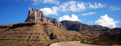 Eine Datenbahn zu den Guadalupe-Bergen Stockbild