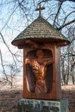 Eine der neuen Stationen des Kreuzes zum Hügel von Uhlirsky-vrch nahe Bruntal Lizenzfreies Stockbild