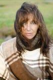 Eine durchdachte schauende fällige Frau in ihren Vierzigern. Lizenzfreie Stockbilder