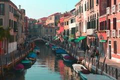 Eine einfache Straße in Venedig, Italien Lizenzfreie Stockfotografie