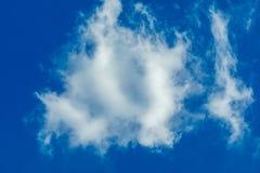 Eine einfache Wolke lizenzfreies stockbild
