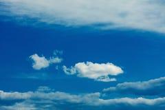 Eine einfache Wolke lizenzfreies stockfoto