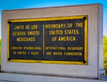 Eine Eingangsstraße, die zu Nuevo Progreso, Mexiko geht stockbild