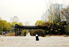 Eine einsame Seele in der Stadt Stockfoto