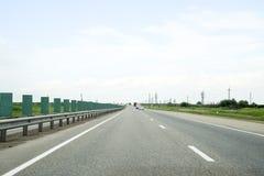 Eine Einwegbahn, Autos fahren entlang die Straße Lizenzfreies Stockfoto