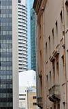 Alte u. neue Gebäude Brisbane der ungewöhnlichen Perspektive Stockfotografie