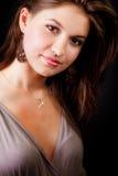 Eine elegante sinnliche reizvolle junge Frau Stockbilder
