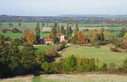 Eine englische landwirtschaftliche Landschaft im Herbst mit Fußweg Lizenzfreie Stockbilder