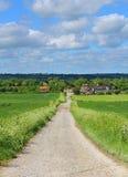 Eine englische landwirtschaftliche Landschaft mit Bauernhof Lizenzfreies Stockbild