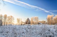 Eine entfernte Ansicht von Pokrovskaya-Kirche Lizenzfreie Stockfotos