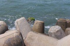 Eine entspannende Ansicht an der Küste lizenzfreie stockfotos