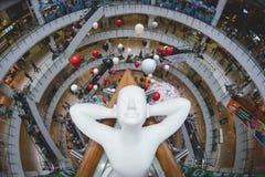 Eine entspannende Skulptur beschmutzt an einem Einkaufszentrum in Bangkok Thailand Lizenzfreie Stockfotos