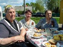 Eine ernste Sitzung zu Ehren Victory Days in Weltkrieg 2 kann 9, 2016 in der Kaluga-Region in Russland Lizenzfreie Stockfotos