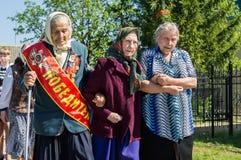 Eine ernste Sitzung zu Ehren Victory Days in Weltkrieg 2 kann 9, 2016 in der Kaluga-Region in Russland Stockbilder