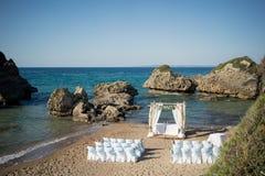 Eine erstaunliche Hochzeitszeremonie im Freien Lizenzfreie Stockbilder