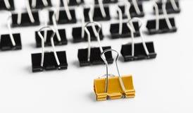 Eine führende Menge des goldenen Clips von den schwarzen stockfoto