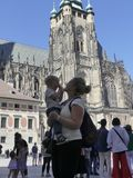 Eine Familie von Touristen zur Kathedrale von St. Vita Touristen sind stockfotos