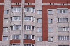 Eine Fassade eines russischen Wohnblocks Lizenzfreie Stockfotos