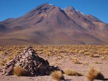Eine Felsenstapelanordnung auf der Atacama Wüste Stockfotografie