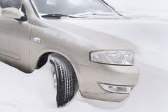 Eine feste Maschine bedeckt mit Schnee Lizenzfreie Stockfotos