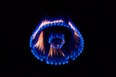 Eine Flamme, die auf einem Gasherd brennt Lizenzfreie Stockfotografie