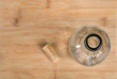 Eine Flasche mit einem Korken Stockfoto
