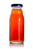 Eine Flasche Pflaumesaft Lizenzfreies Stockfoto